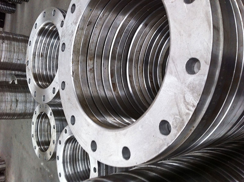 Flanges de aço carbono: vantagens, características e aplicações